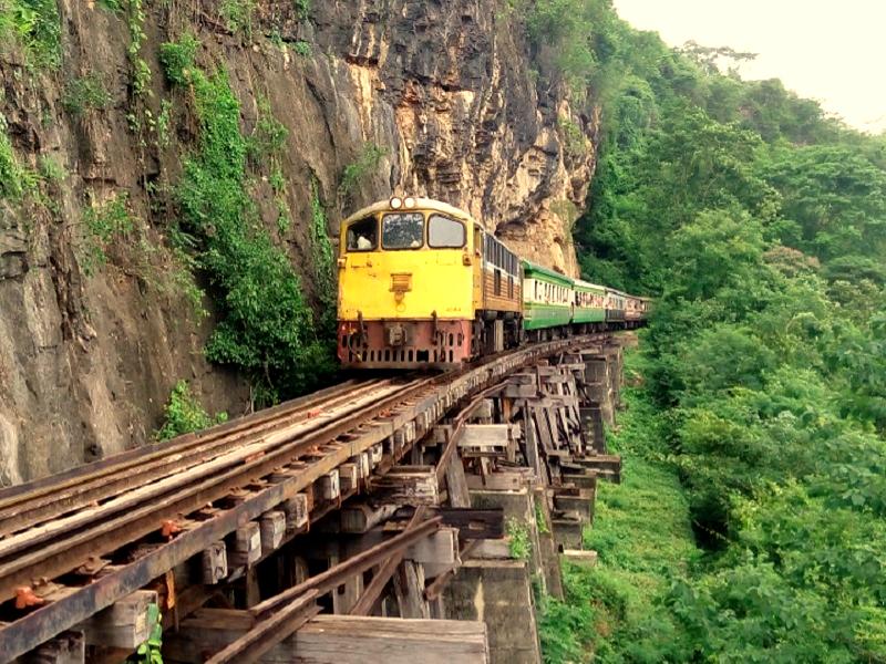 Trein van Bangkok naar Kanchanaburi