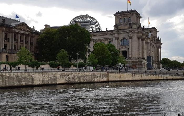 Trein naar Berlijn Rijksdag